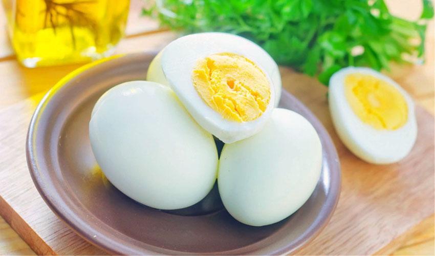 очищенный вареные яйца