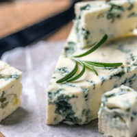 Срок и условия хранения сыра с плесенью (голубой, красной, белой)
