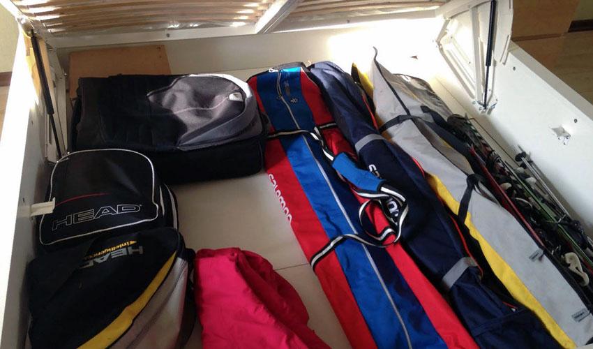 хранение лыж в чехле