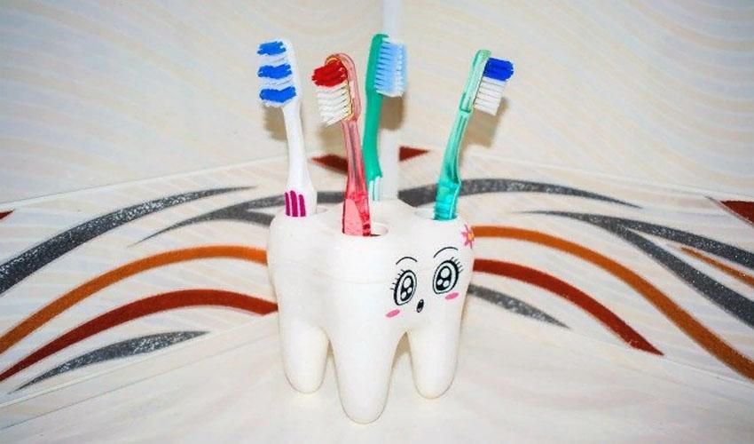хранение зубных щеток