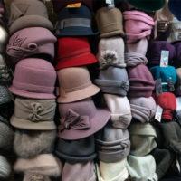 Как правильно хранить шапки в домашних условиях